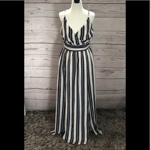 🐡2/$20 NWOT! Navy blue and white maxi dress